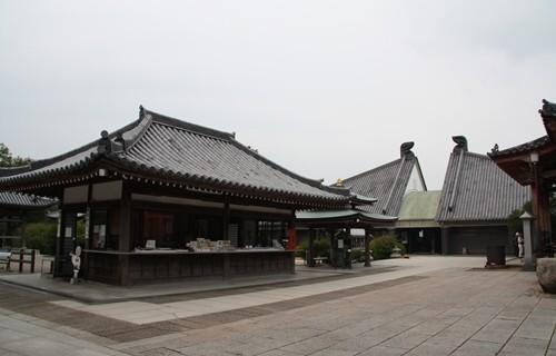 屋島寺 宝物館と納経所.JPG