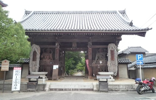志度寺 山門.JPG