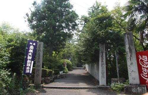 神野寺 石柱門.JPG