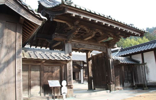 箸蔵寺 中門.JPG