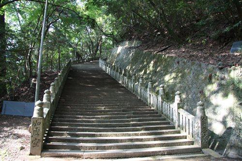 箸蔵寺 石段.JPG