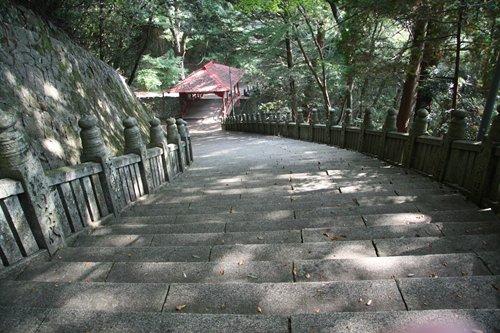 箸蔵寺 石段と橋.JPG
