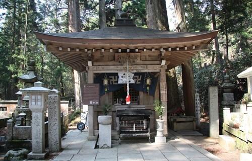 高野山奥の院 (1).JPG